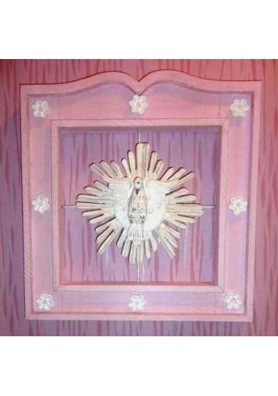 Moldura com divino espírito santo para quarto de bebê