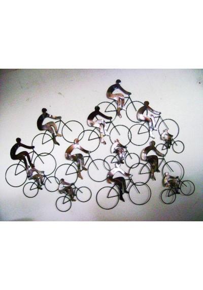 Painel em ferro de ciclistas