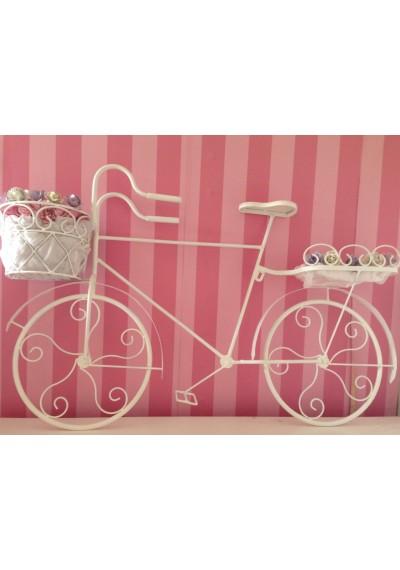 Bicicleta em ferro com cachepô flores